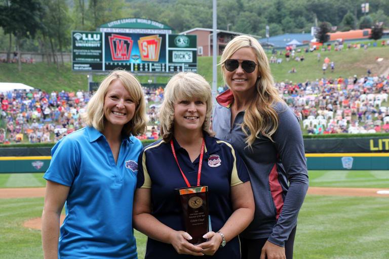 softball award winner group shot