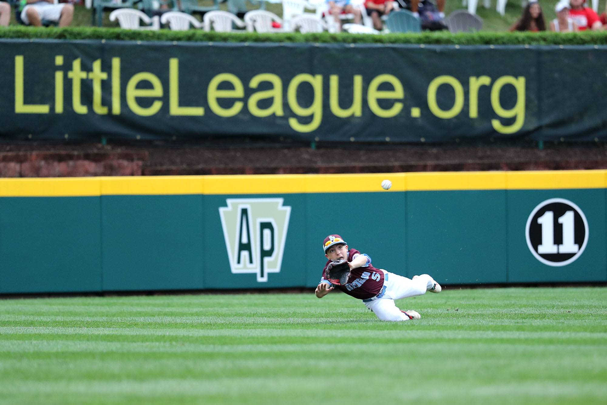 new england outfielder diving catch
