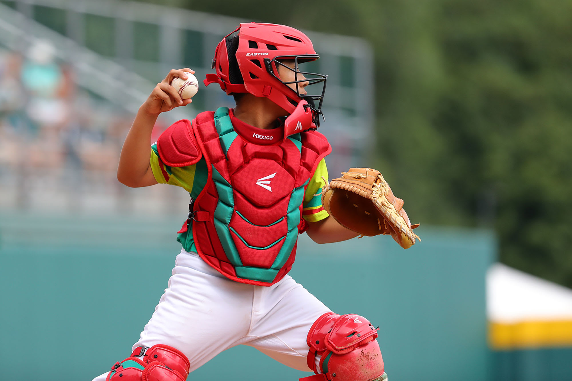 MEX catcher throwing