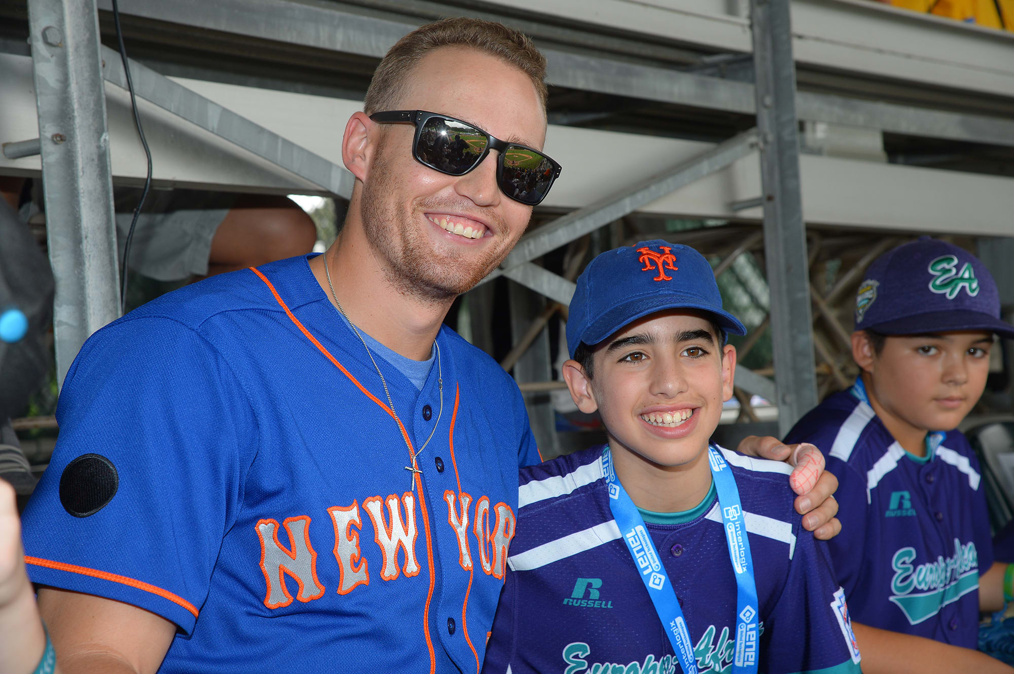 new york player getting pic with ll player