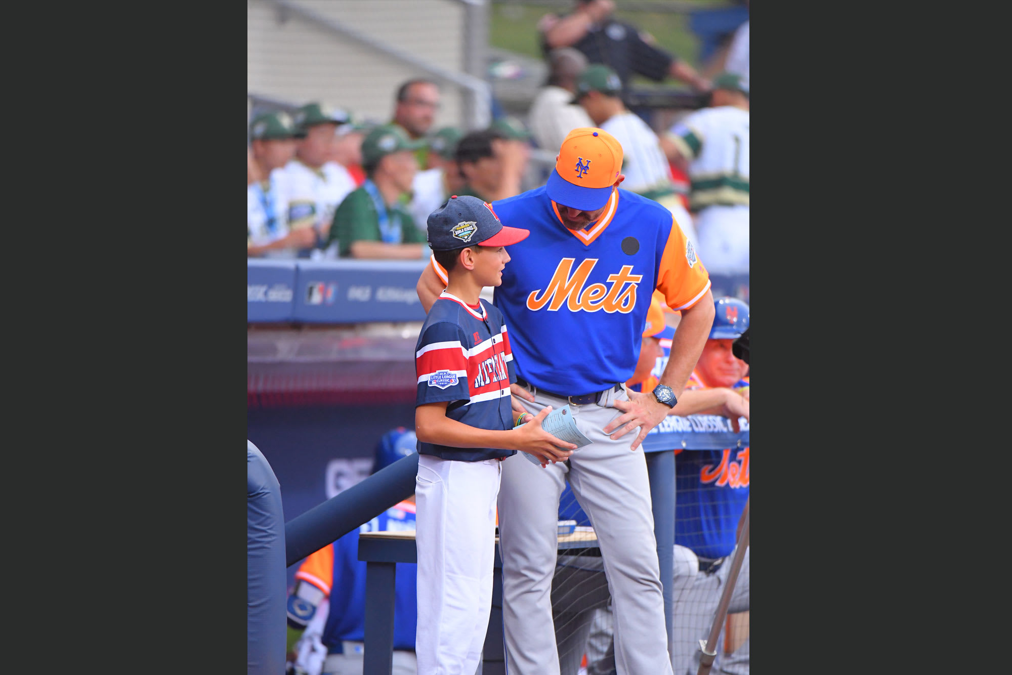 mets player talking to ll player