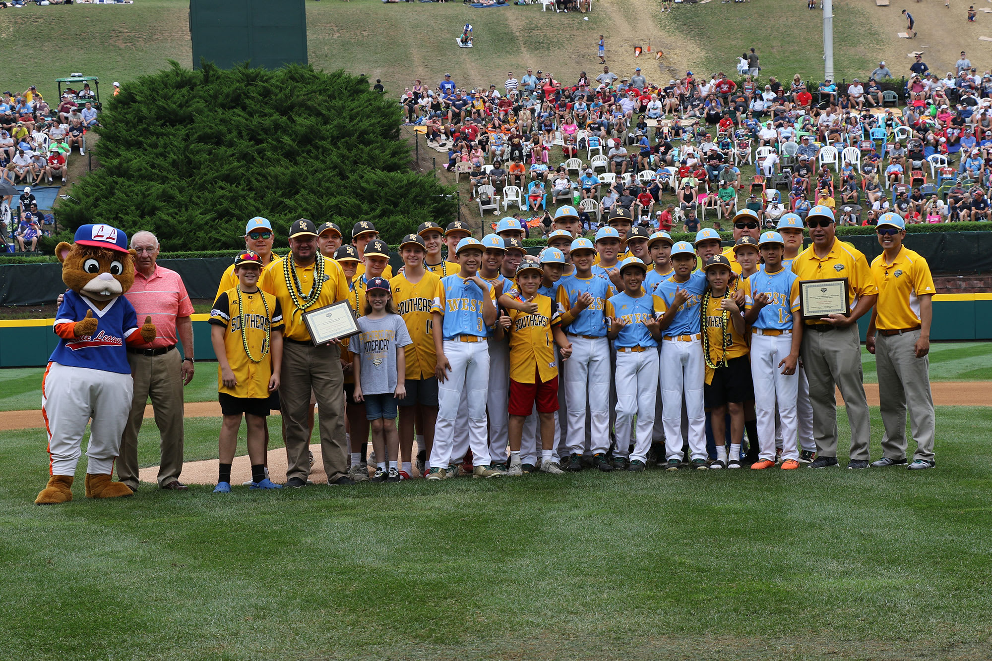 41e8fff0d Both teams exemplify the values and sportsmanship of Little League Baseball  and Softball.