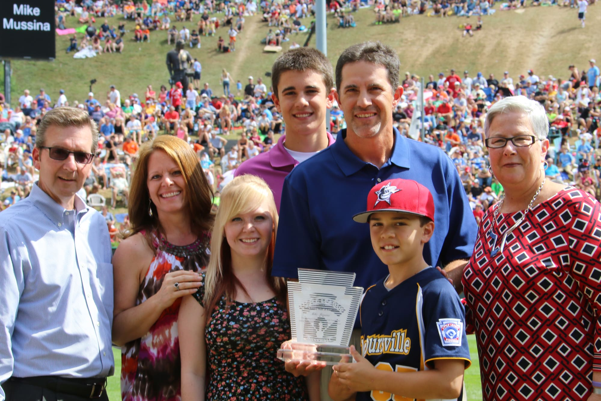 Mike Mussina receives the 2014 Little League® Hall of Excellence award.