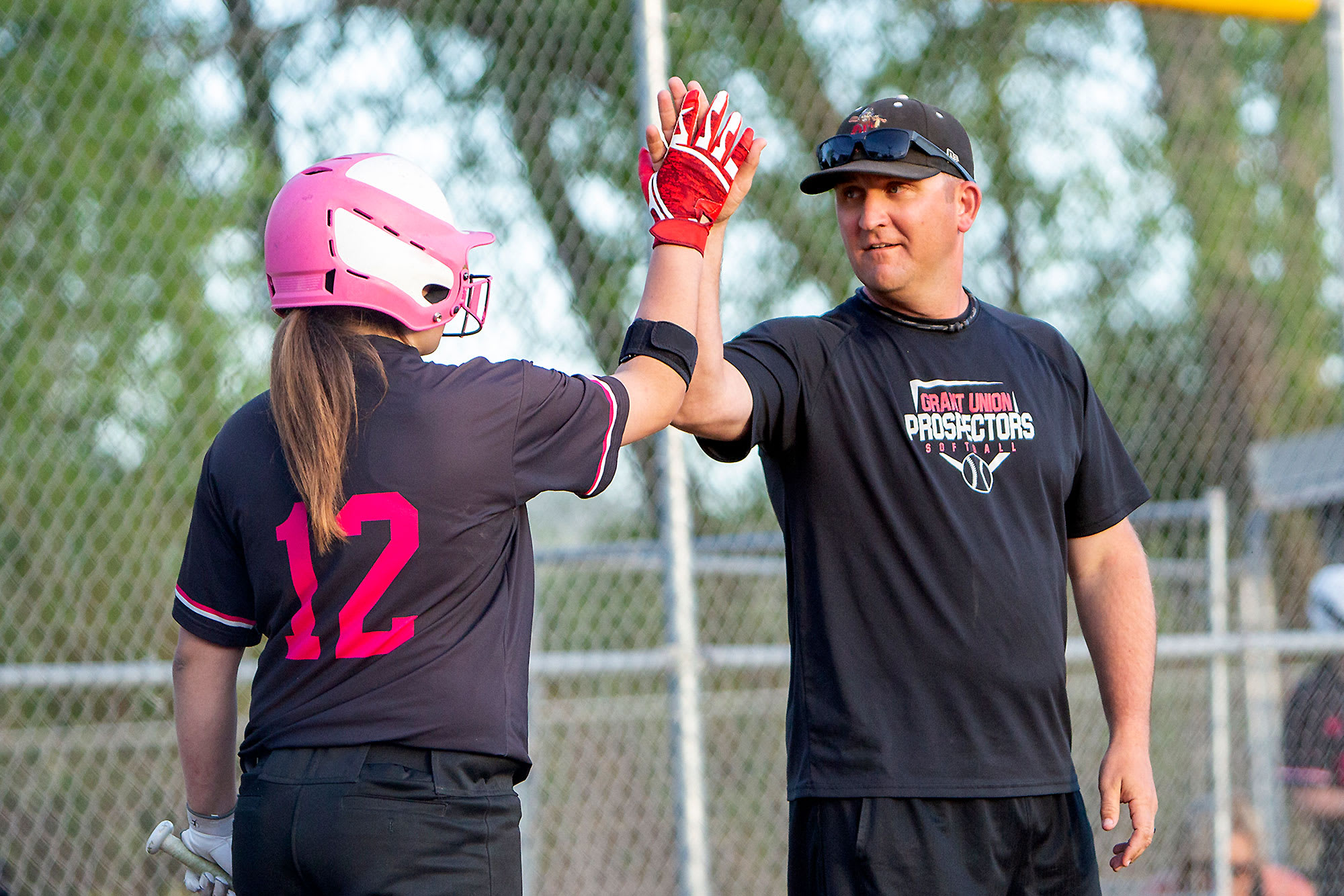 sb-player-coach-high-fiving