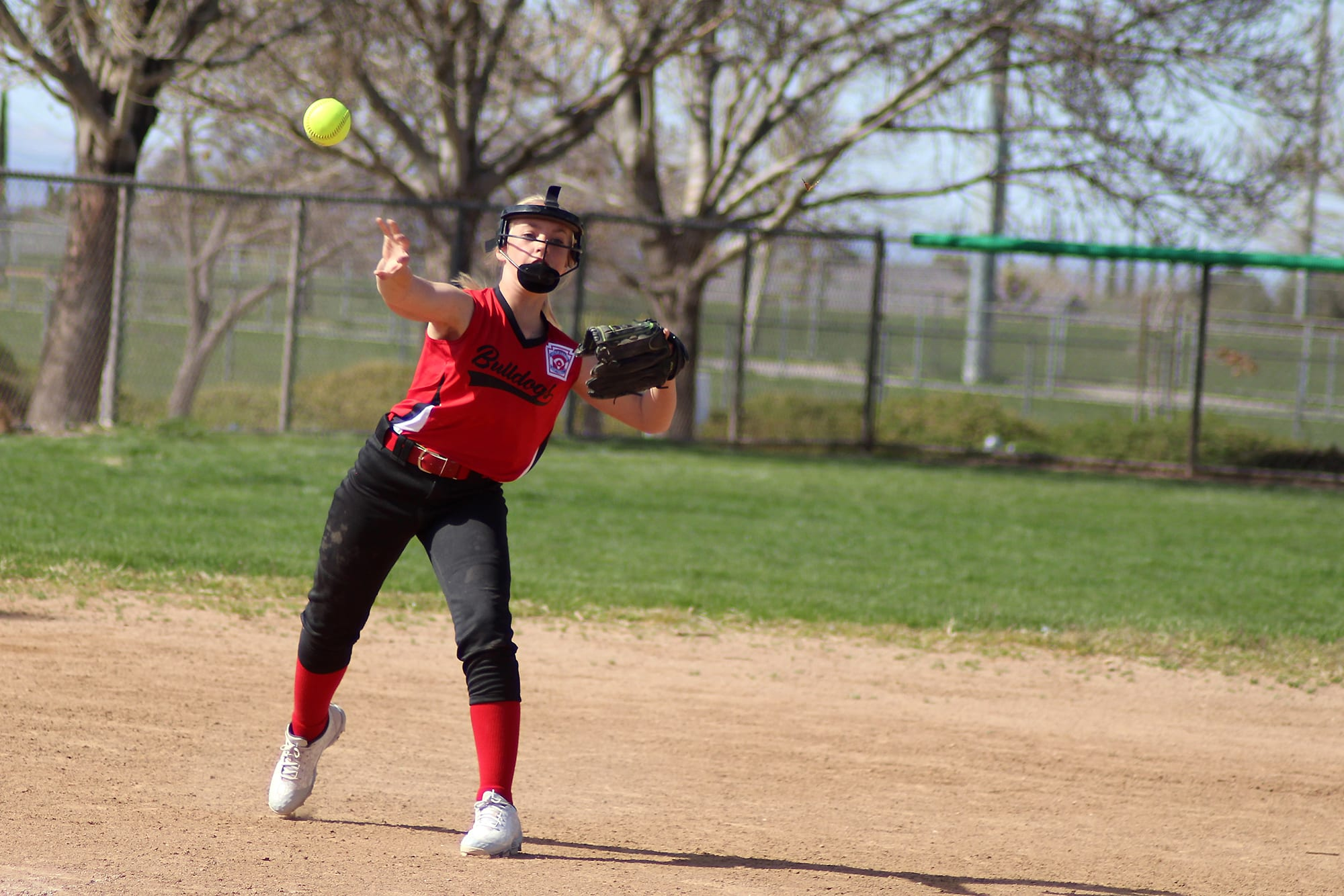 sb-fielder-throwing-ball