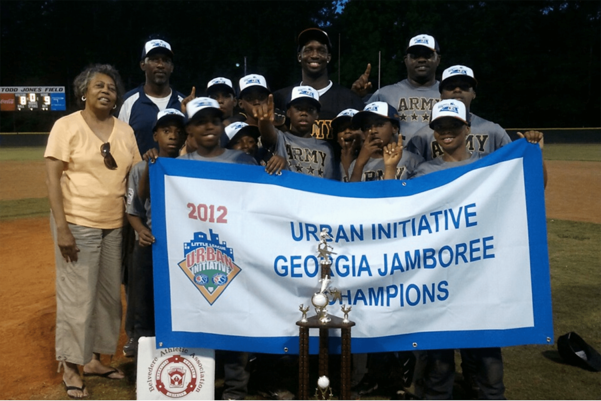 Carolyn Taggart (far left) joins the 2012 UI Georgia Jamboree winners