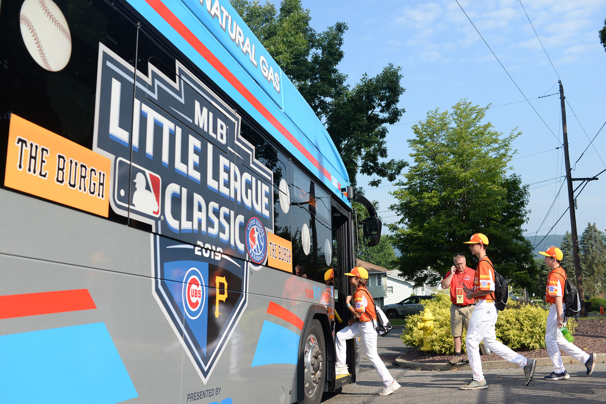 SW players getting on bus to pick up MLB players