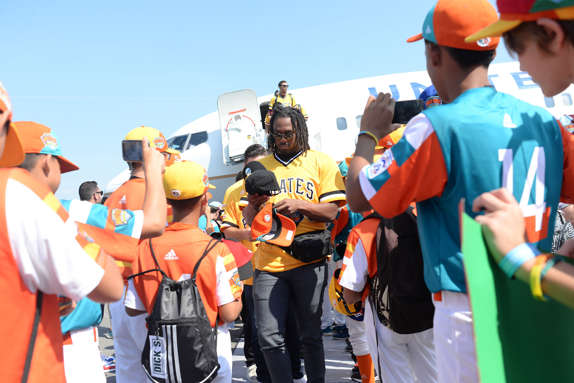Pirates players walking off airplane