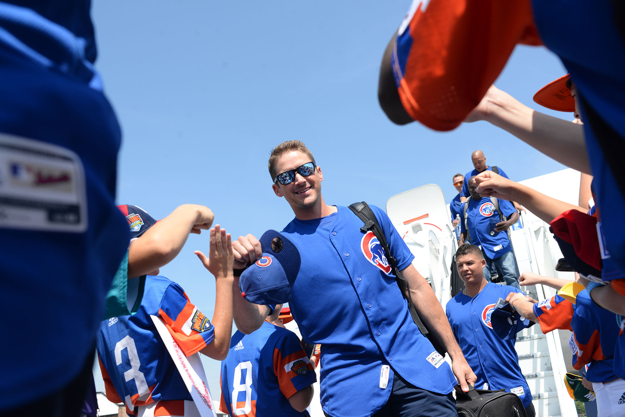 Cubs players walking off airplane