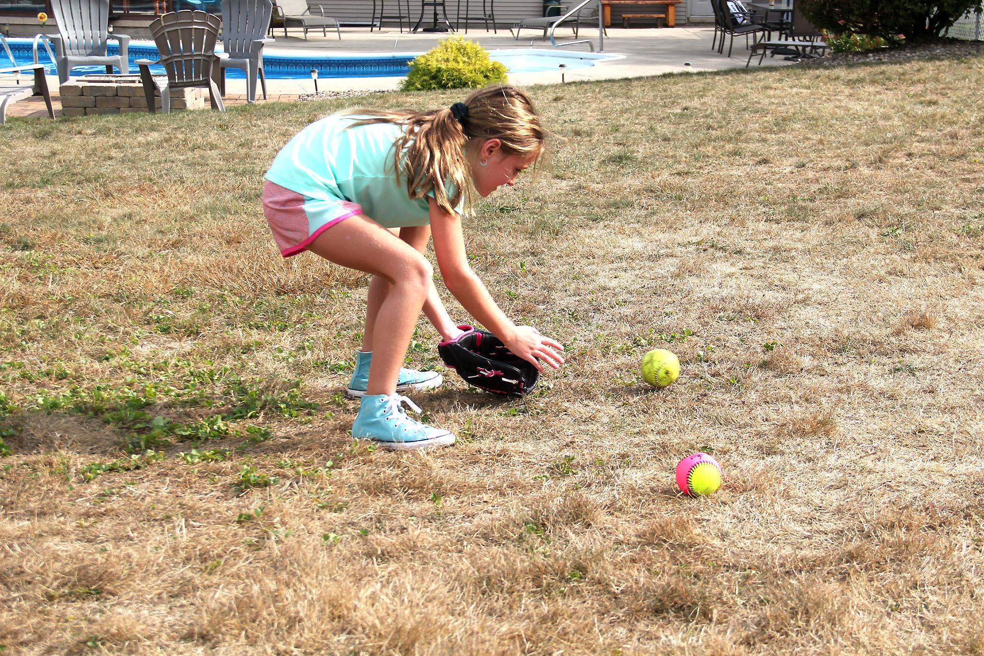 sb player catching ground ball