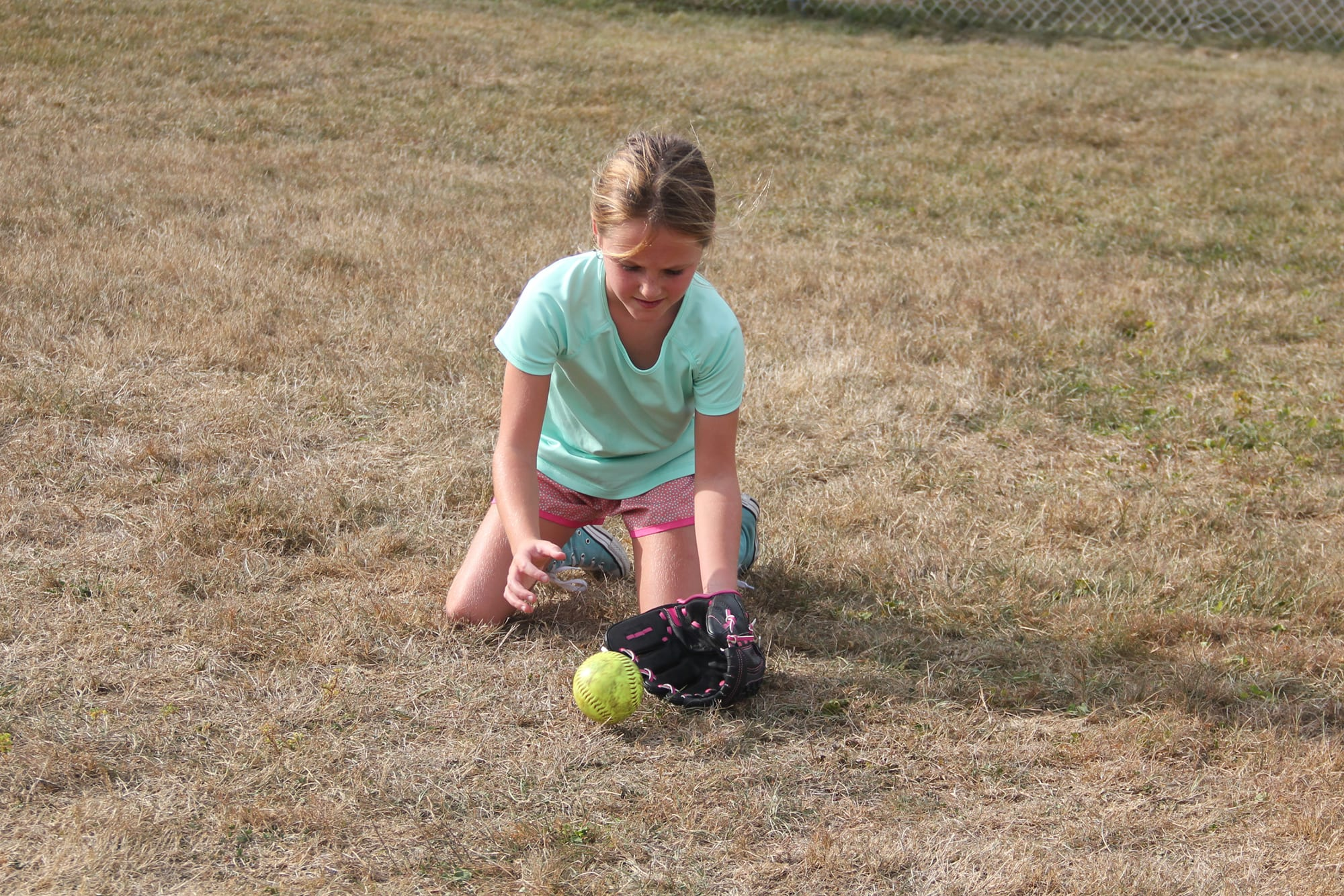 player catching a ground ball