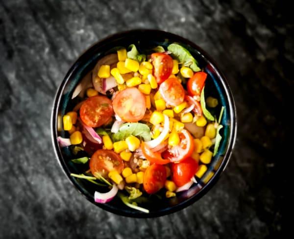 Salada com molho vinagrete