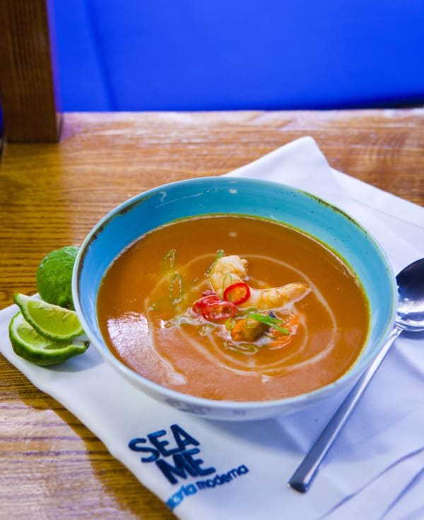 Sopa de Peixe, Côco e Lima Kaffir