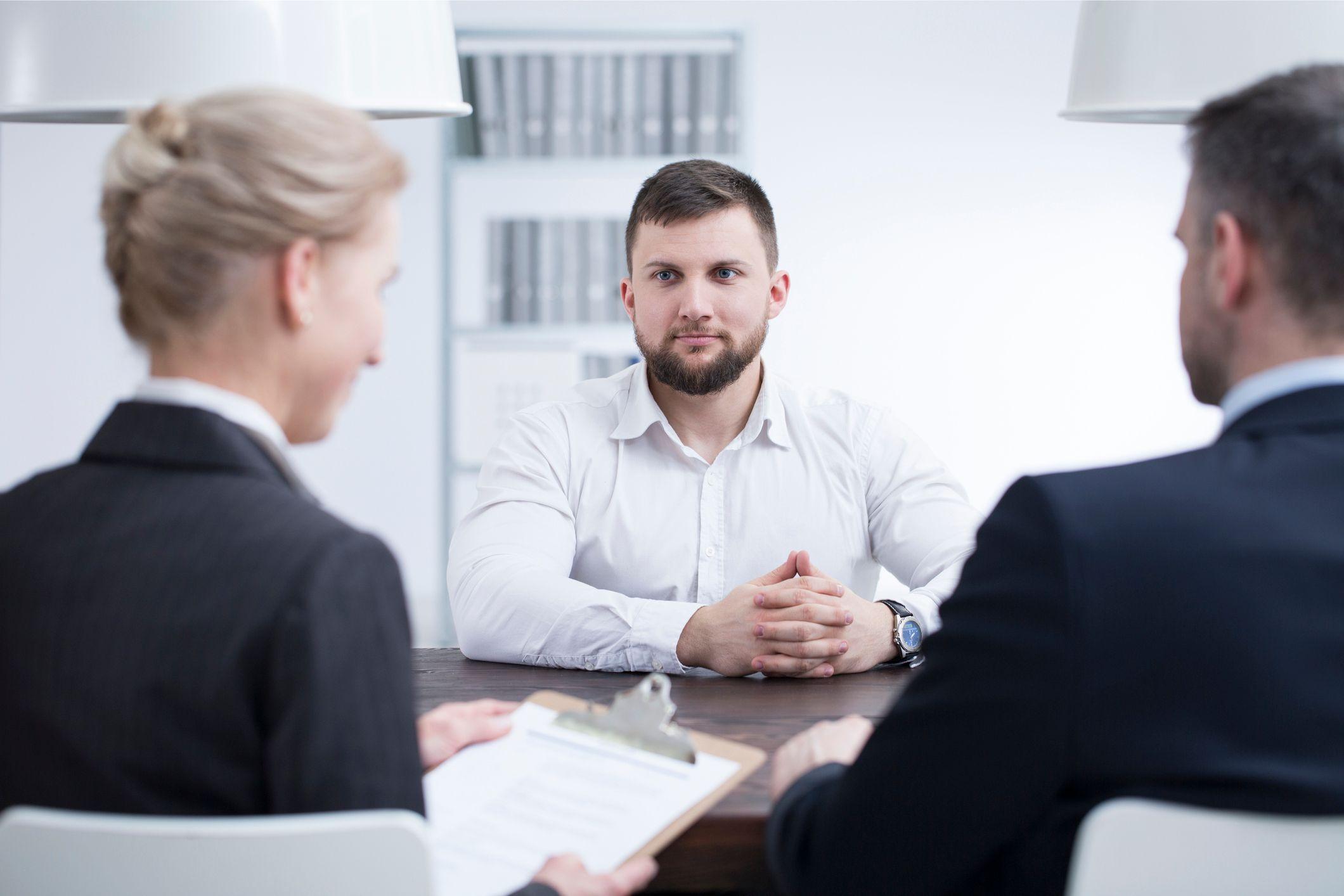Proč se vyplatí přizvat kolegy k pohovoru a jak ho vést ve více lidech?