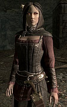 Skyrim mage Serana in her typical garb