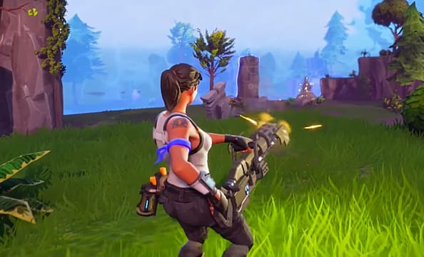 Fortnite 2.4.0 player with Minigun
