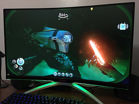 aoc-agon-322qcx-monitor-playing-subnautica-from-slight-angle-cc3e2.JPG