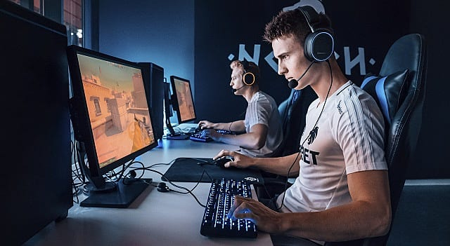 Esports Player using the Arctis Pro Wired Headset