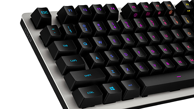 logitech-g513-mechanical-silver-romerg-keys-close-e7942.png
