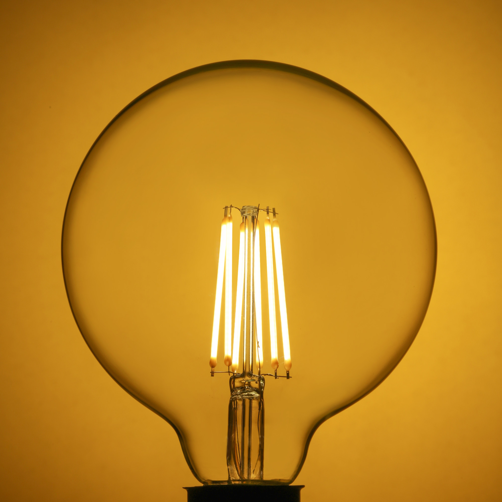 Лампа светодиодная филаментная Lexman E27 220 В 10.5 Вт шар прозрачный 1521 лм белый свет
