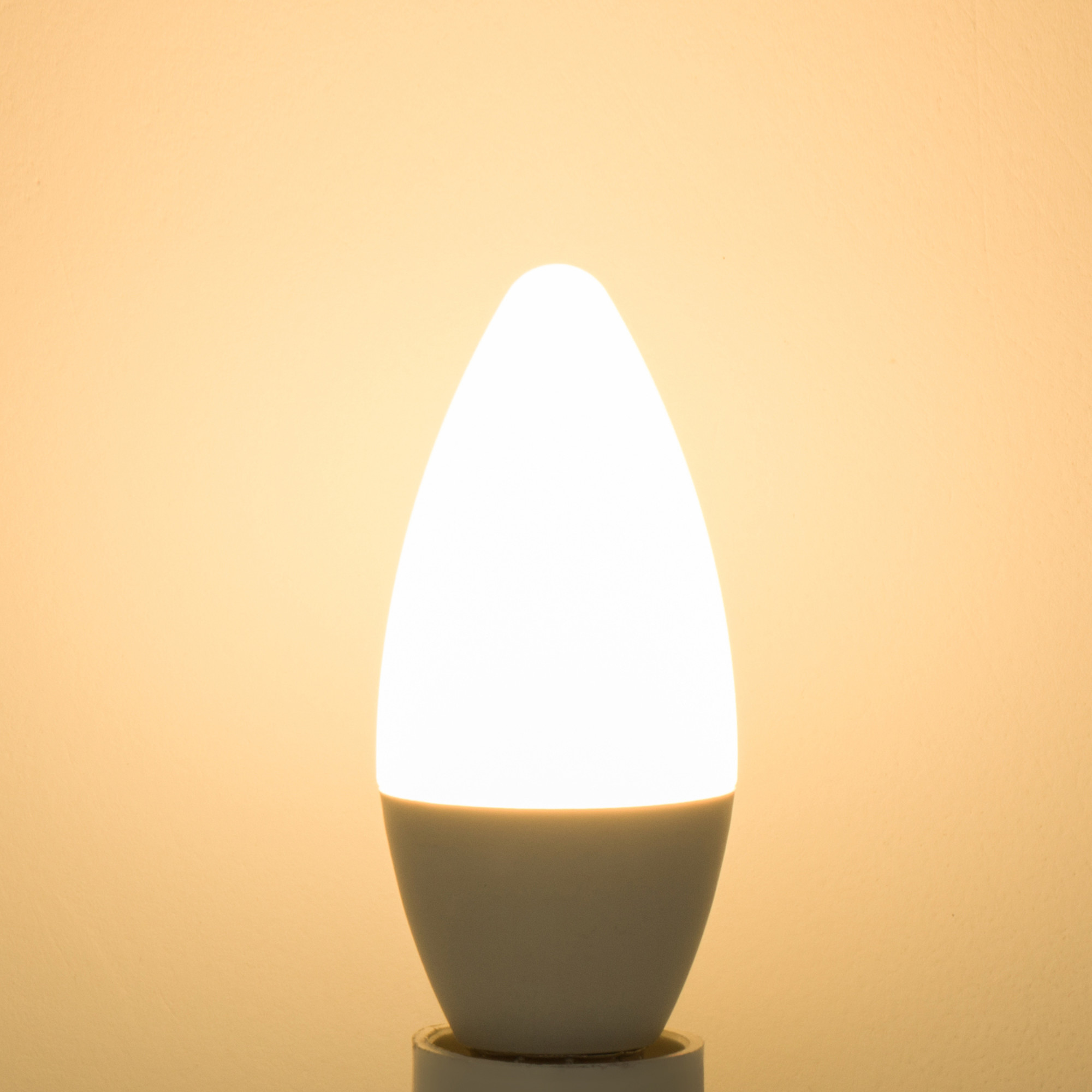 Лампа светодиодная Lexman E14 5.5 Вт 470 Лм свет тёплый