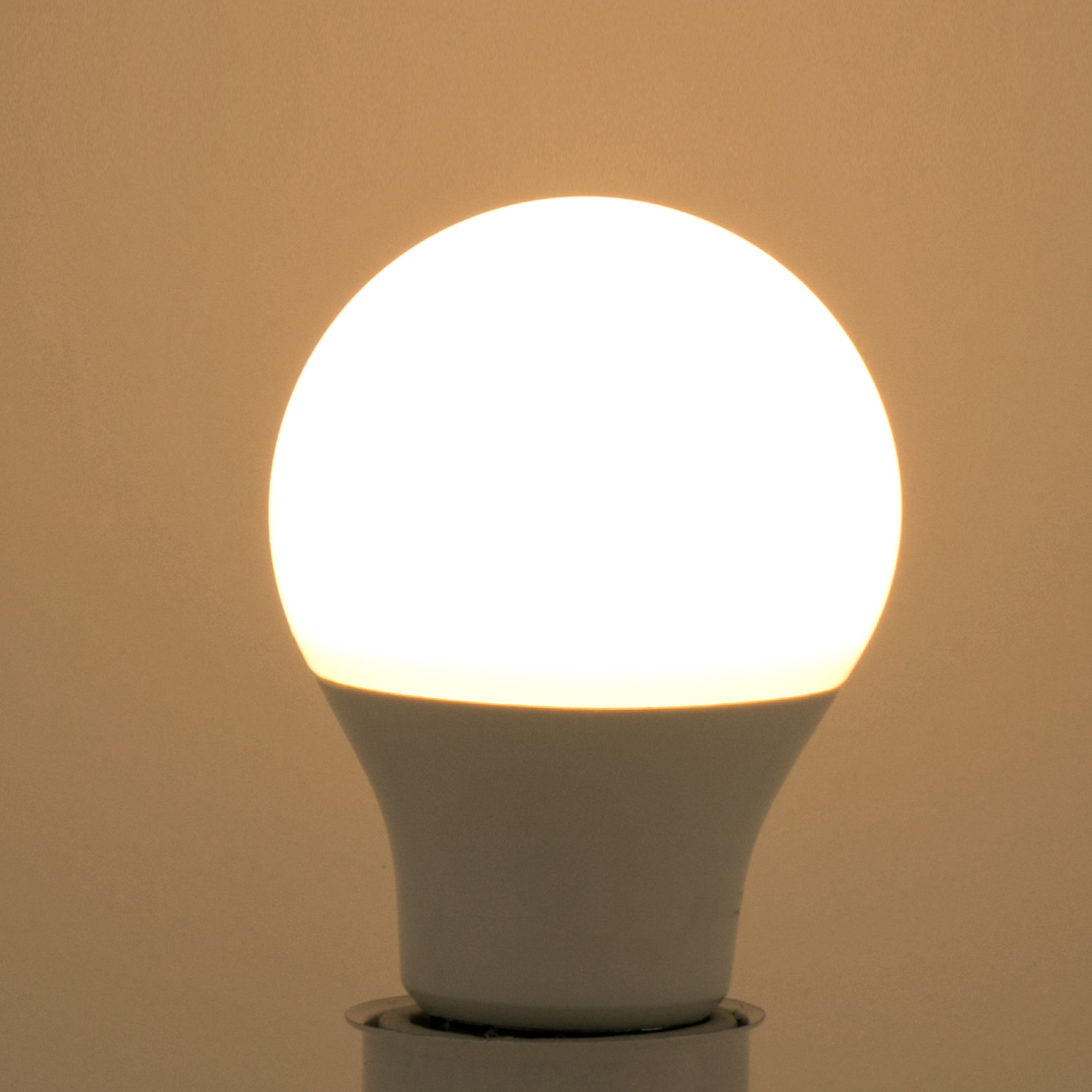 Лампа светодиодная Lexman E27 10.5 Вт 1055 Лм свет тёплый