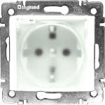 Розетка Legrand Valena IP 44 немецкий стандарт 2К+3 с крышкой и защитными шторками белая