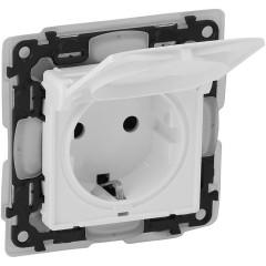 Силовая розетка с крышкой Legrand Valena Life 2К+3 с заземлением с защитными шторками IP44 под рамку белая