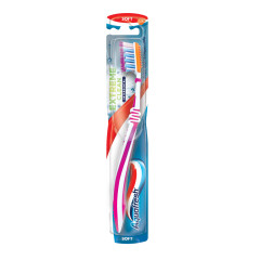 Зубная щетка Aquafresh Extreme Clean
