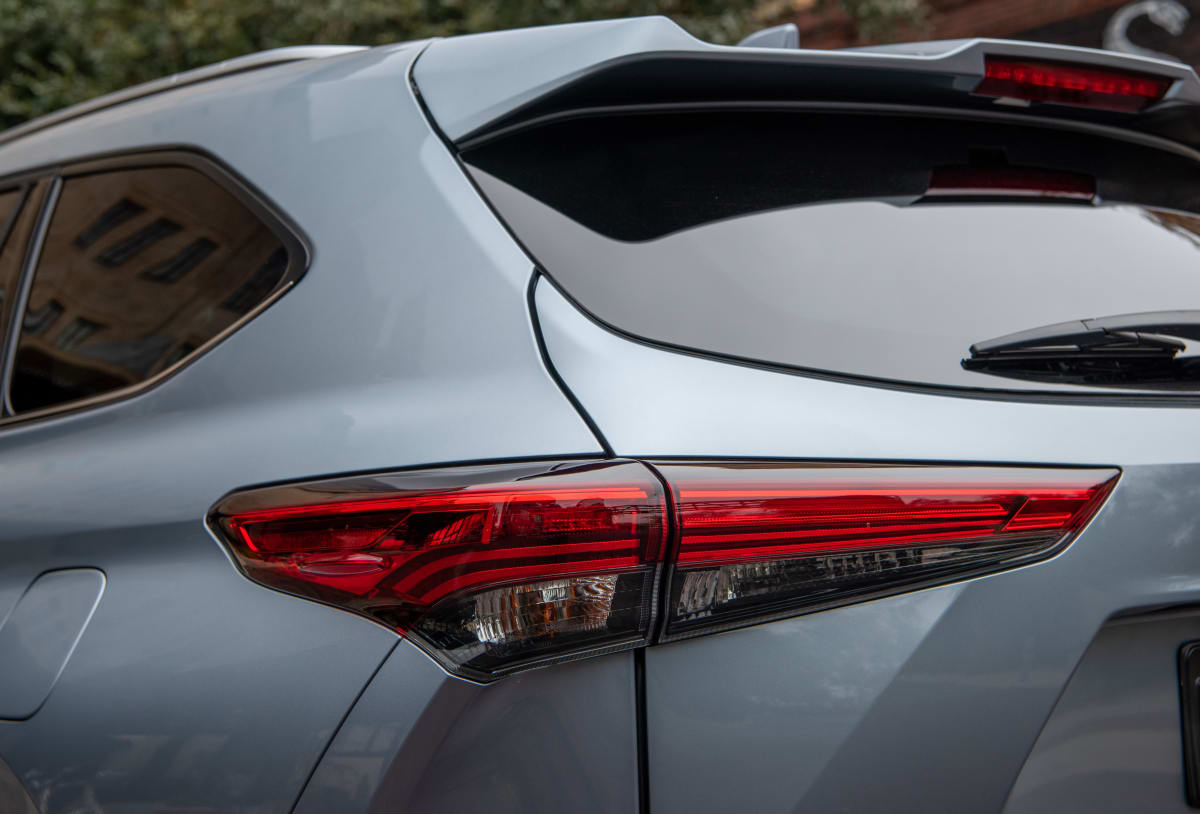 2020 Toyota Highlander Platinum V6 AWD taillight