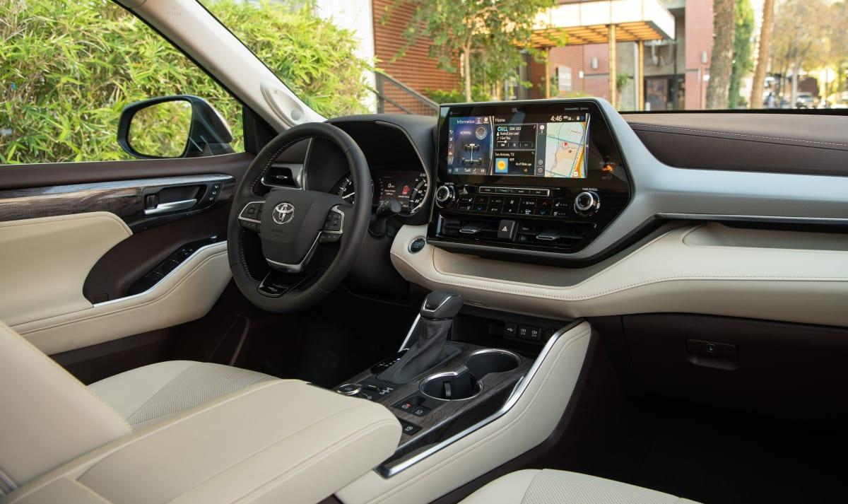 2020 Toyota Highlander Platinum V6 AWD interior