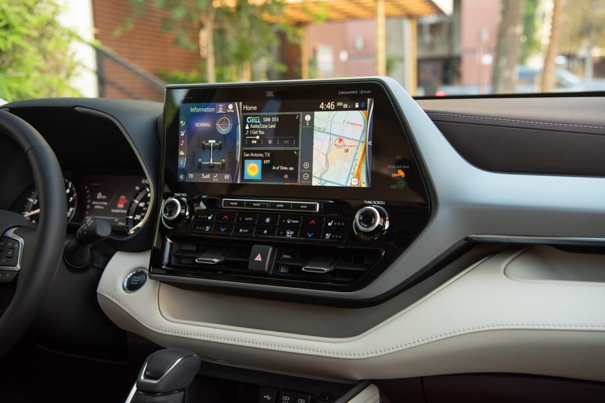 2020 Toyota Highlander Platinum V6 AWD infotainment