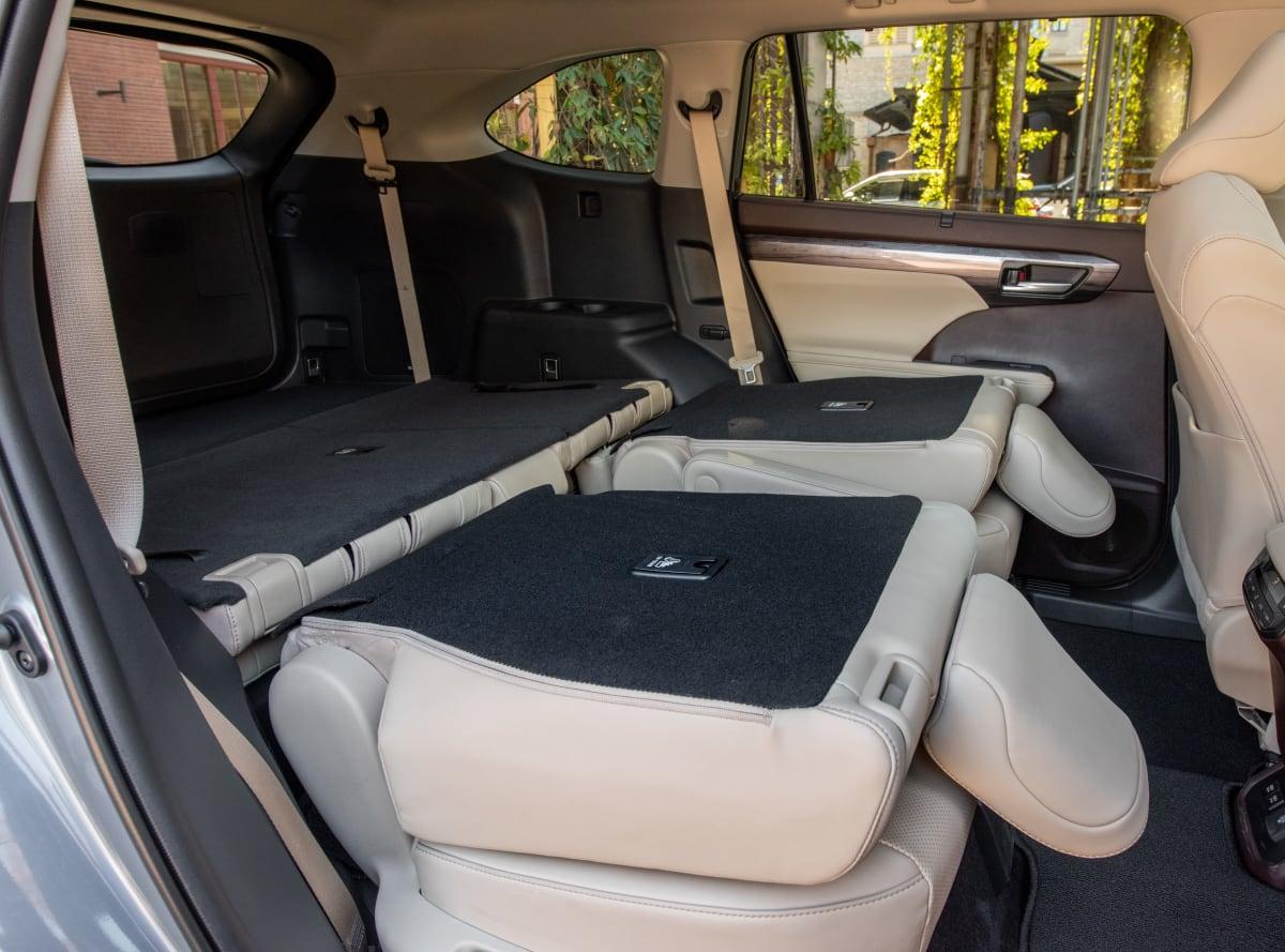 2020 Toyota Highlander Platinum V6 AWD cargo space