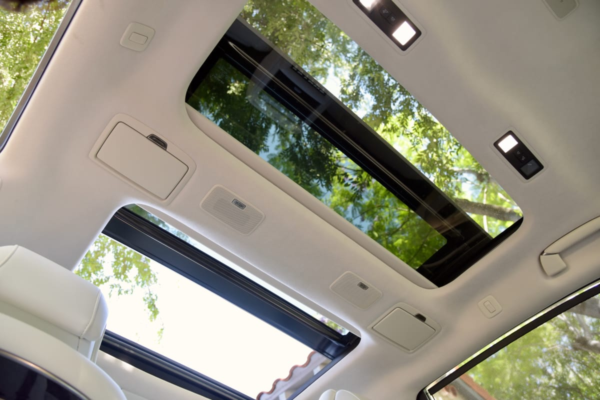 The Lexus LS 500 4-Door Sedan lets you see the sky thanks to dual sunroofs.