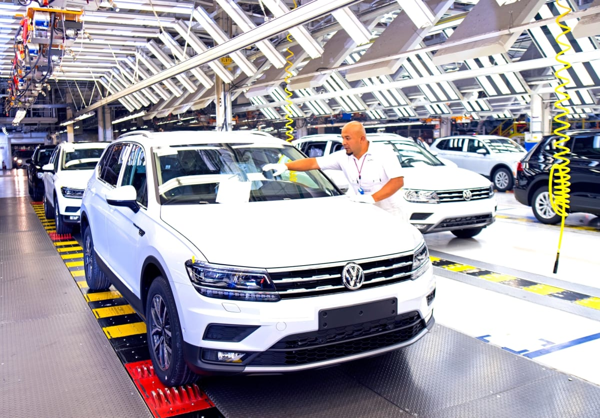 Assembly of the VW Tiguan at the Puebla plant.