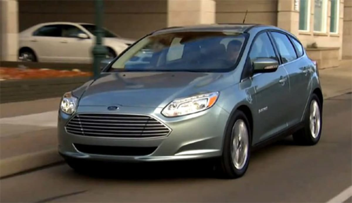 1-2013-Ford-Focus-Electric-on-the-street