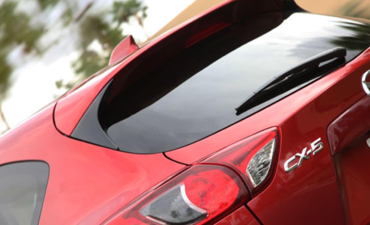 1-2013_Mazda_CX-5_red_taillight