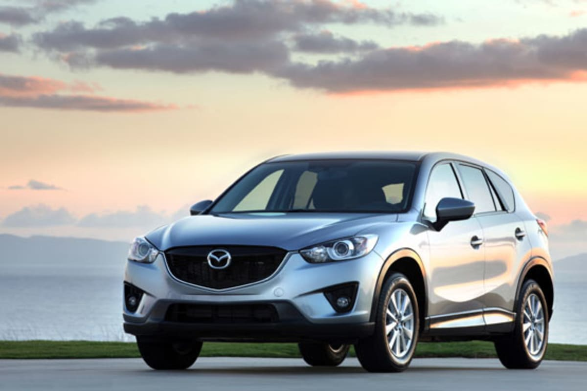 1-2013_Mazda_CX-5_silver_front