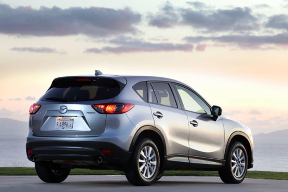 1-2013_Mazda_CX-5_silver_rear
