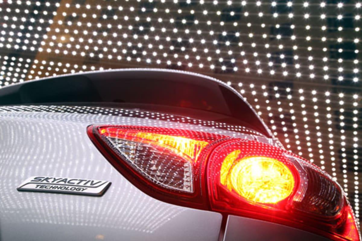1-2013_Mazda_CX-5_silver_taillight