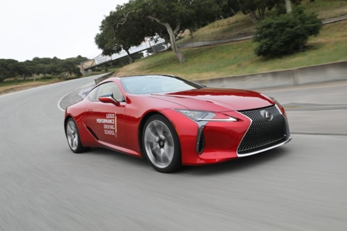 red-lexus-racing-during-lexus-performance-driving-school