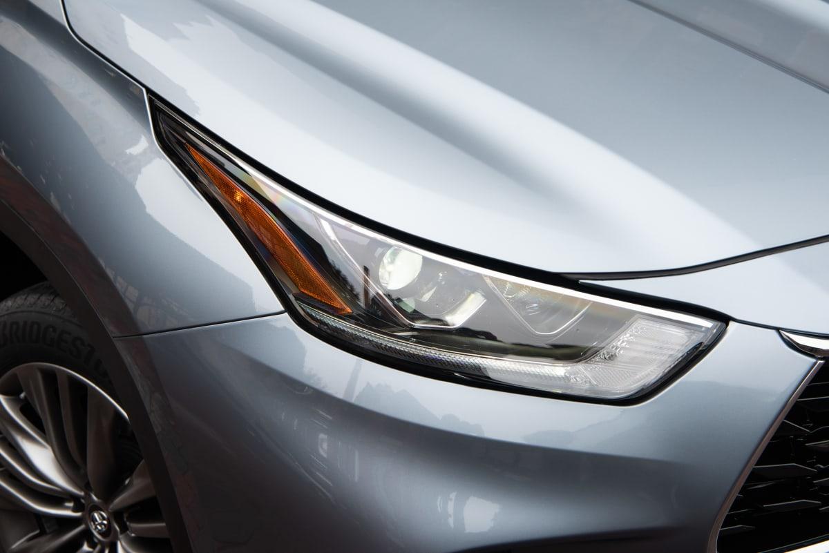 2020 Toyota Highlander Platinum V6 AWD headlight