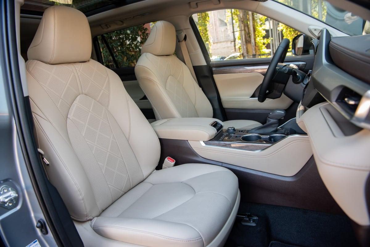 2020 Toyota Highlander Platinum V6 AWD seats