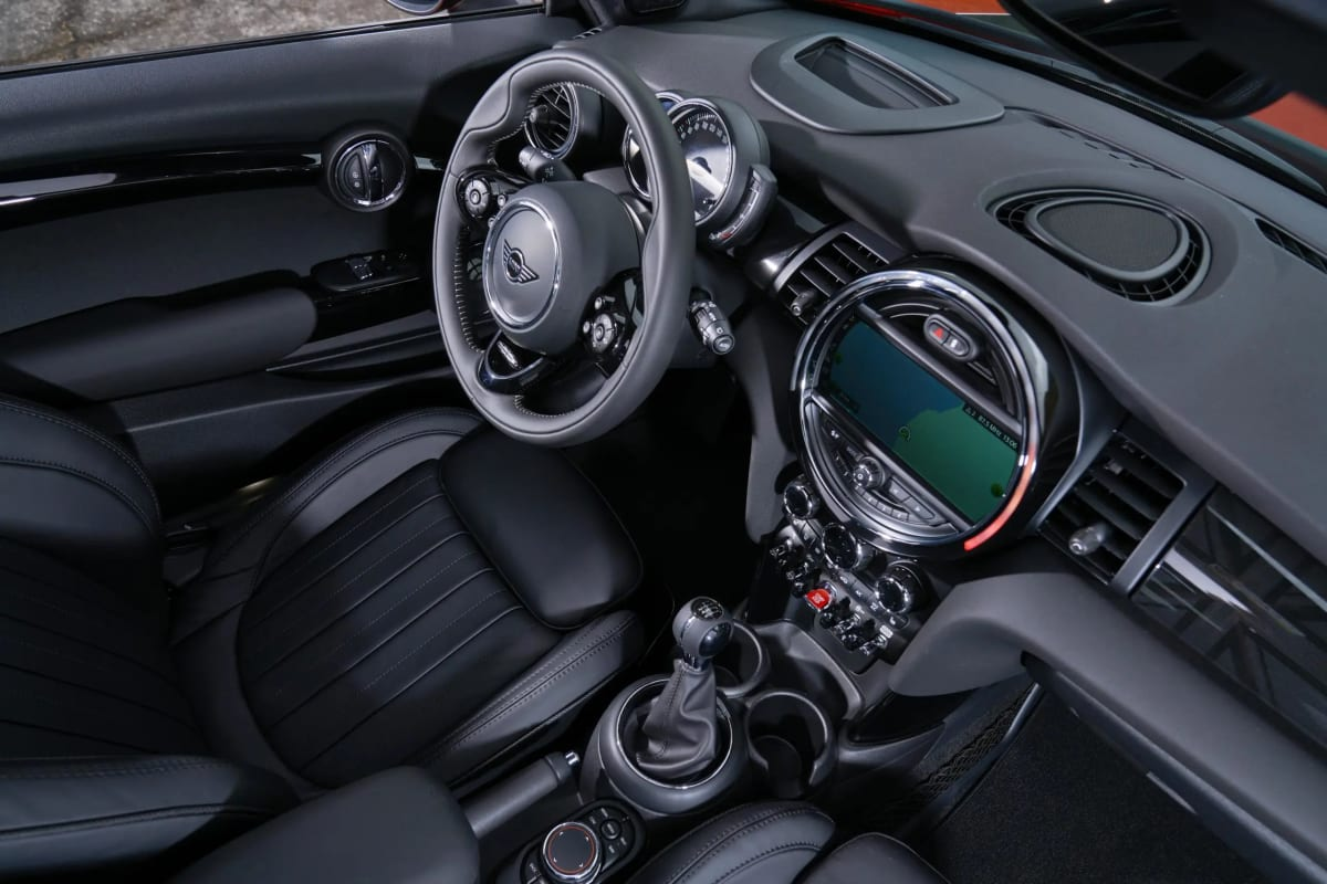 2021 MINI Cooper S will have a manual transmission available