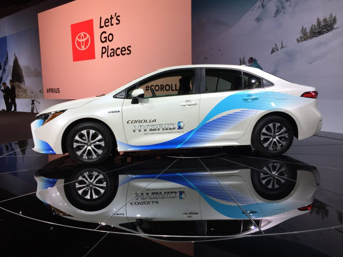 The newest generation Toyota Corolla will be offered in hybrid form (Nakano)
