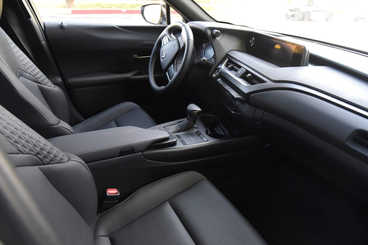 Lexus UX 200 interior
