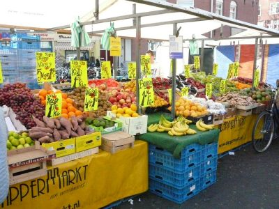 Fresh fruits/vegetables at market
