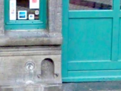 Why do Brussels houses have holes?