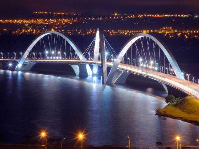 JK Bridge at night