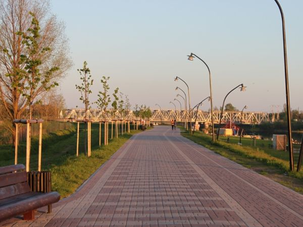 The Lielupe Bank Promenade